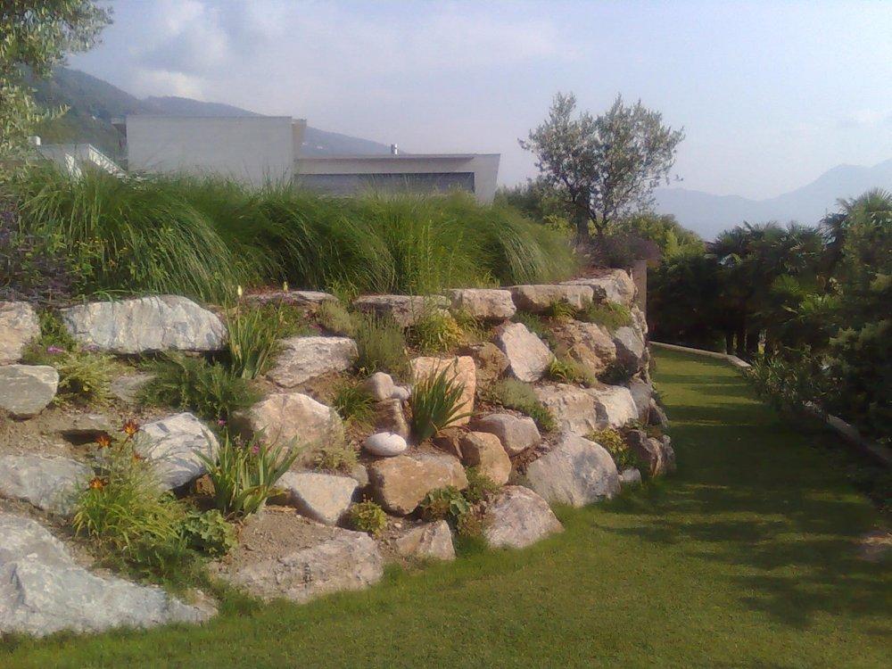 Giardini in pietra great fontane per giardini fontane per - Muri da giardino ...