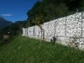 muro con gabbioni in ferro e pietre